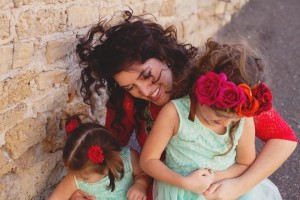 pretty-mother-daughter-giggles-family-photos
